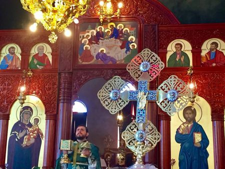 """Божествена литургија за празникот Крстовден во храмот """"Свeти Георгиј и Пресвета Богородица"""" во Епинг, Мелбурн (Викторија)"""
