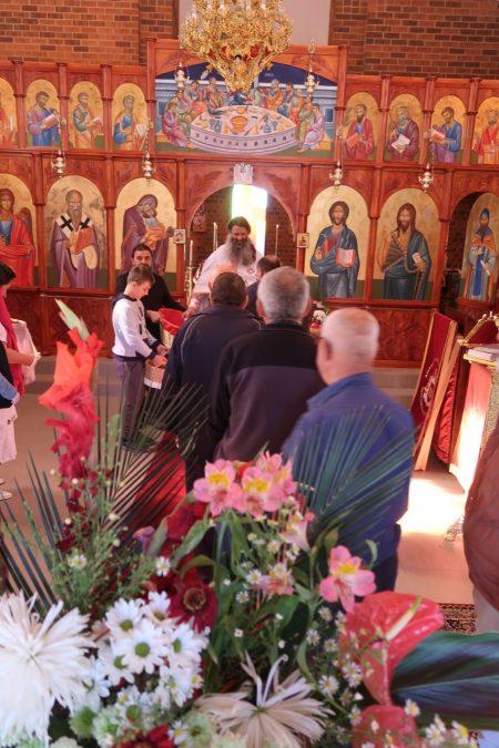"""Воскресение Христово (2 ден) во манастирот """"Свети Климент Охридски"""" во Кинг Лејк, Мелбурн (Викторија)"""