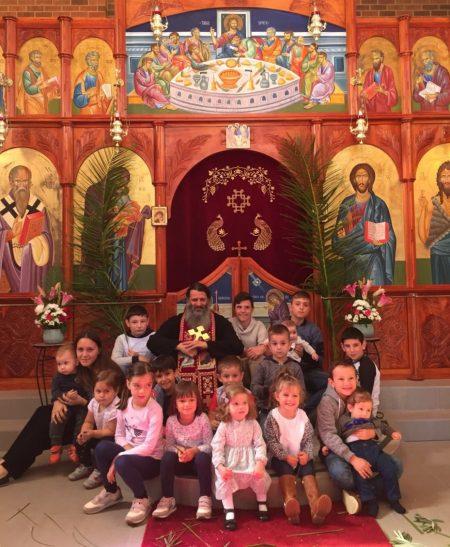 """Цветници во манастирот """"Свети Климент Охридски"""" во Кинг Лејк, Мелбурн (Викторија)"""